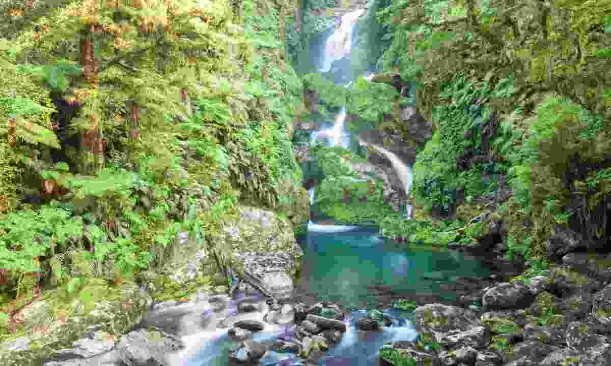 Waterfall along the Milford Track (Dreamstime)
