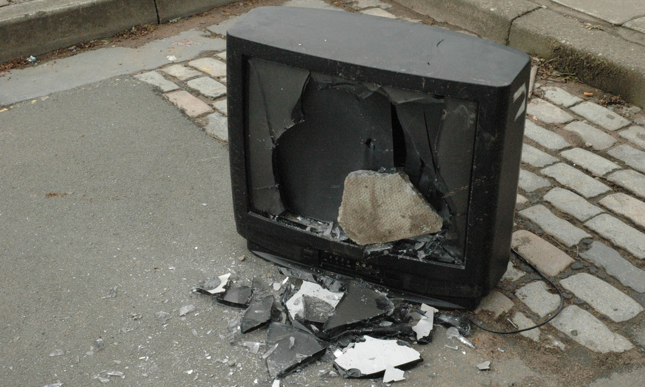 Broken telly on the street (Dreamstime)