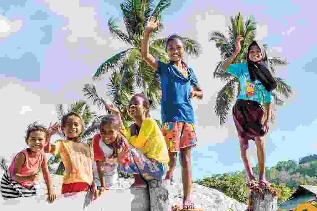 Local children on the quay on tiny Igar island (Alex Robinson)
