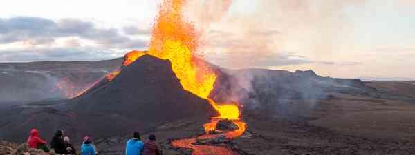 Onlookers watching an eruption on Fagradalsfjall mountain (Shutterstock)
