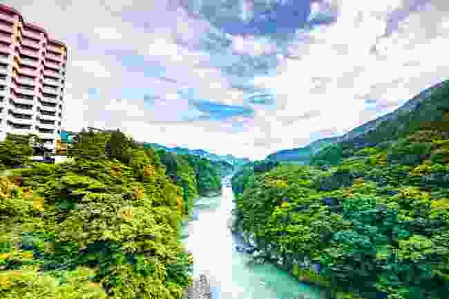 Go hot spring bathing in Kinugawa (Shutterstock)