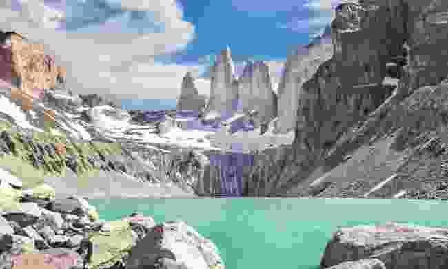 Cordillera Paine mountain range (Dreamstime)