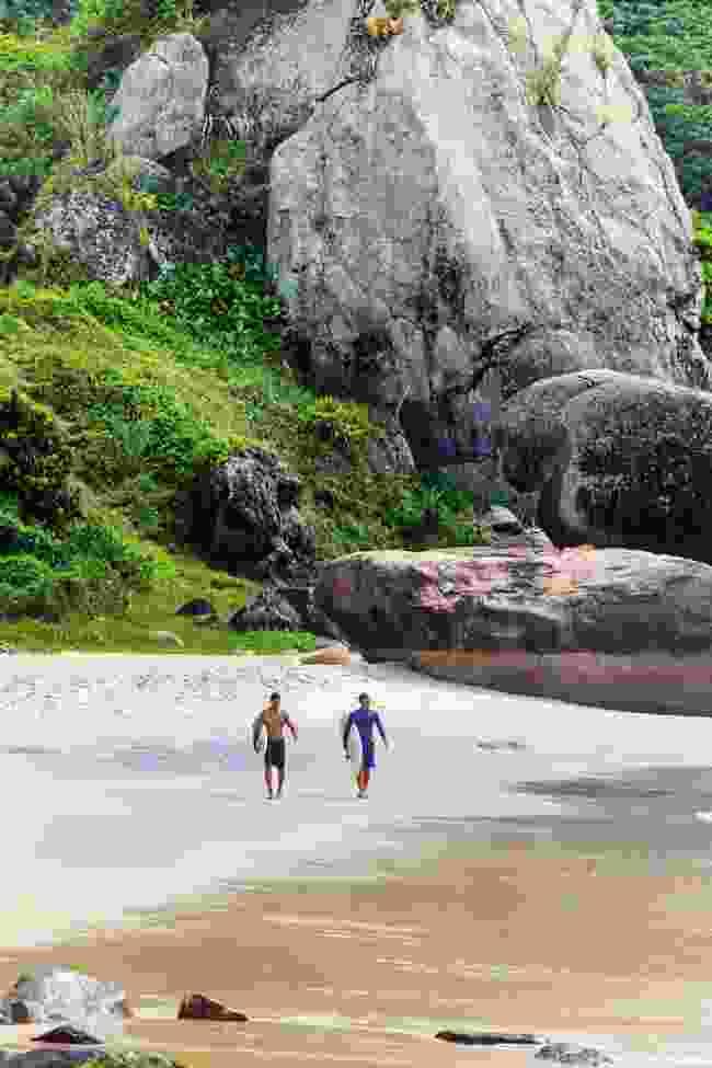 Scrambling to the lookout at Mesa do Imperador (Alex Robinson)