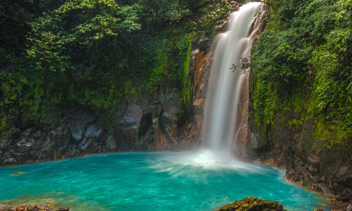 The Rio Celeste waterfall (Dreamstime)