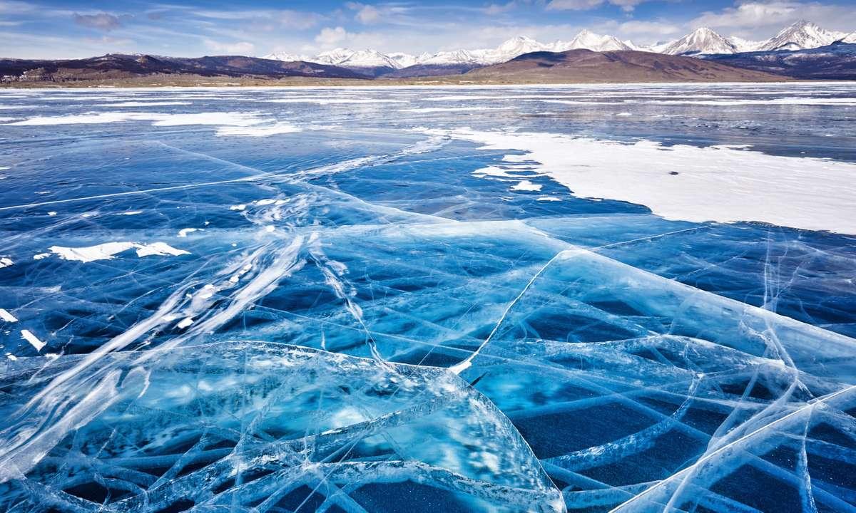 Lake Khovsgol in winter (Dreamstime)