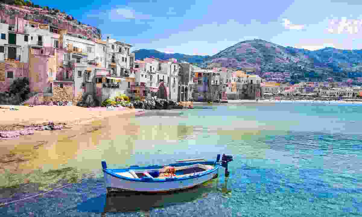 Beach at the bay in Cefalu (Shutterstock)