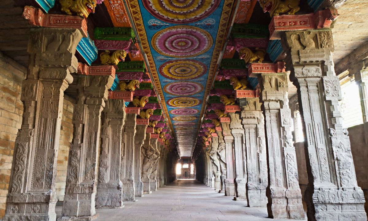 Inside of Meenakshi Sundareshwar (Dreamstime)