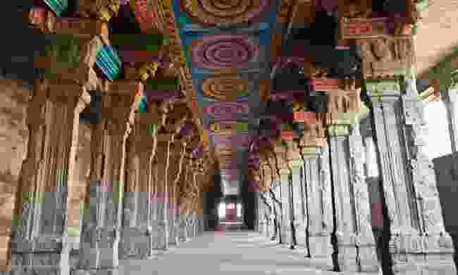 Inside of Meenakshi Sundareshwar (Dreamstime)