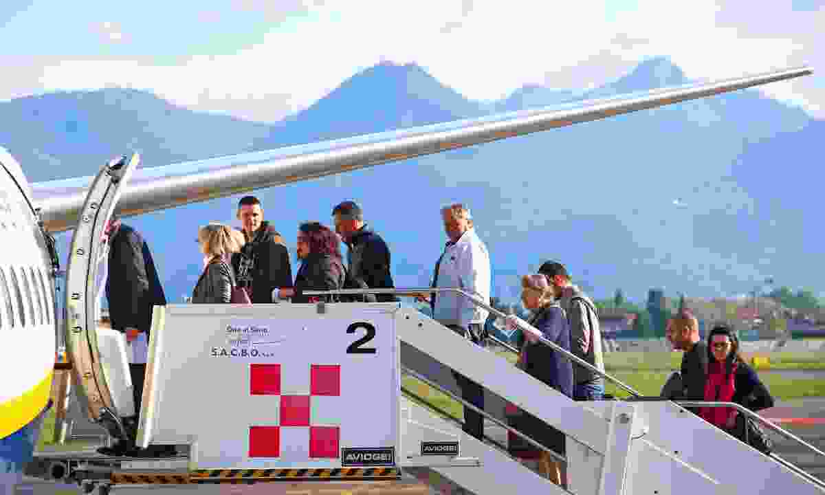Passengers waiting to board a plane in Italy (Dreamstime)