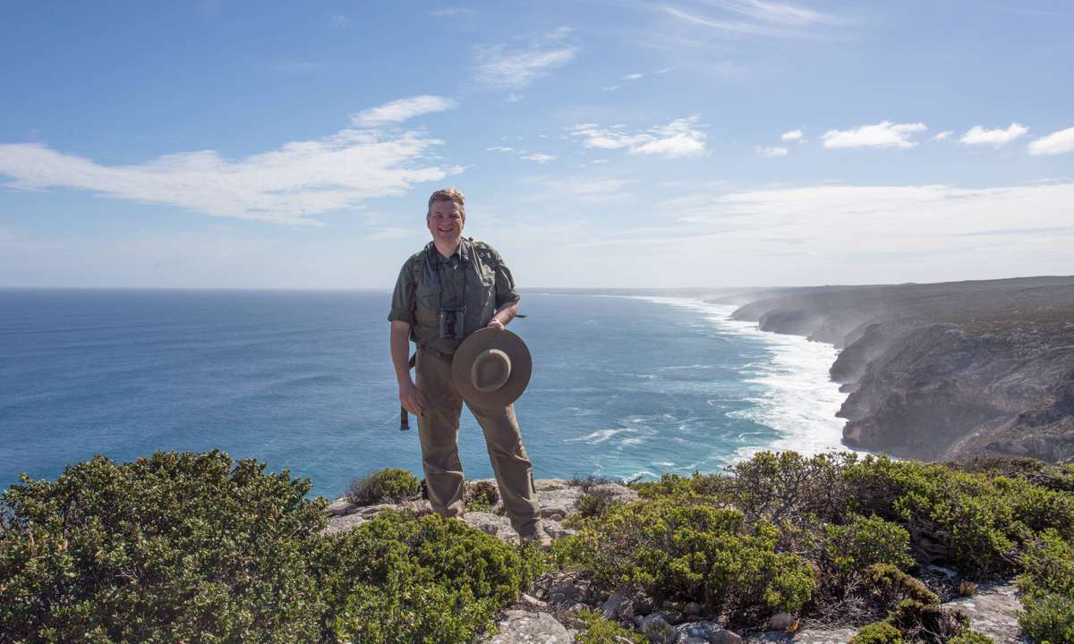 Ray Mears on the Australian coast (Tin Can Island)