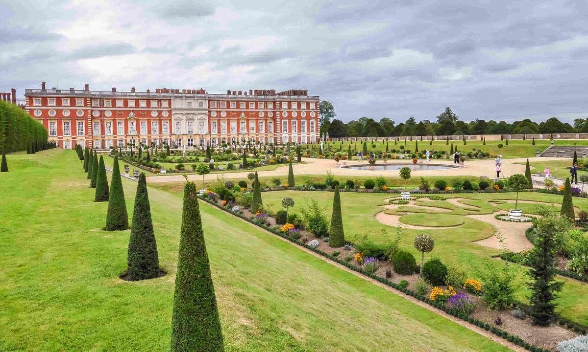 Hampton Court Palace (Dreamstime)