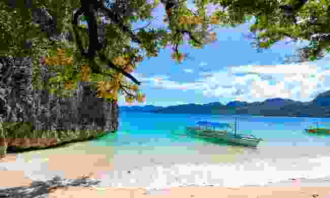 One of Caramoan's white sand shores (Shutterstock)