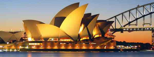 Australia, Sydney Harbour Bridge just before sunset
