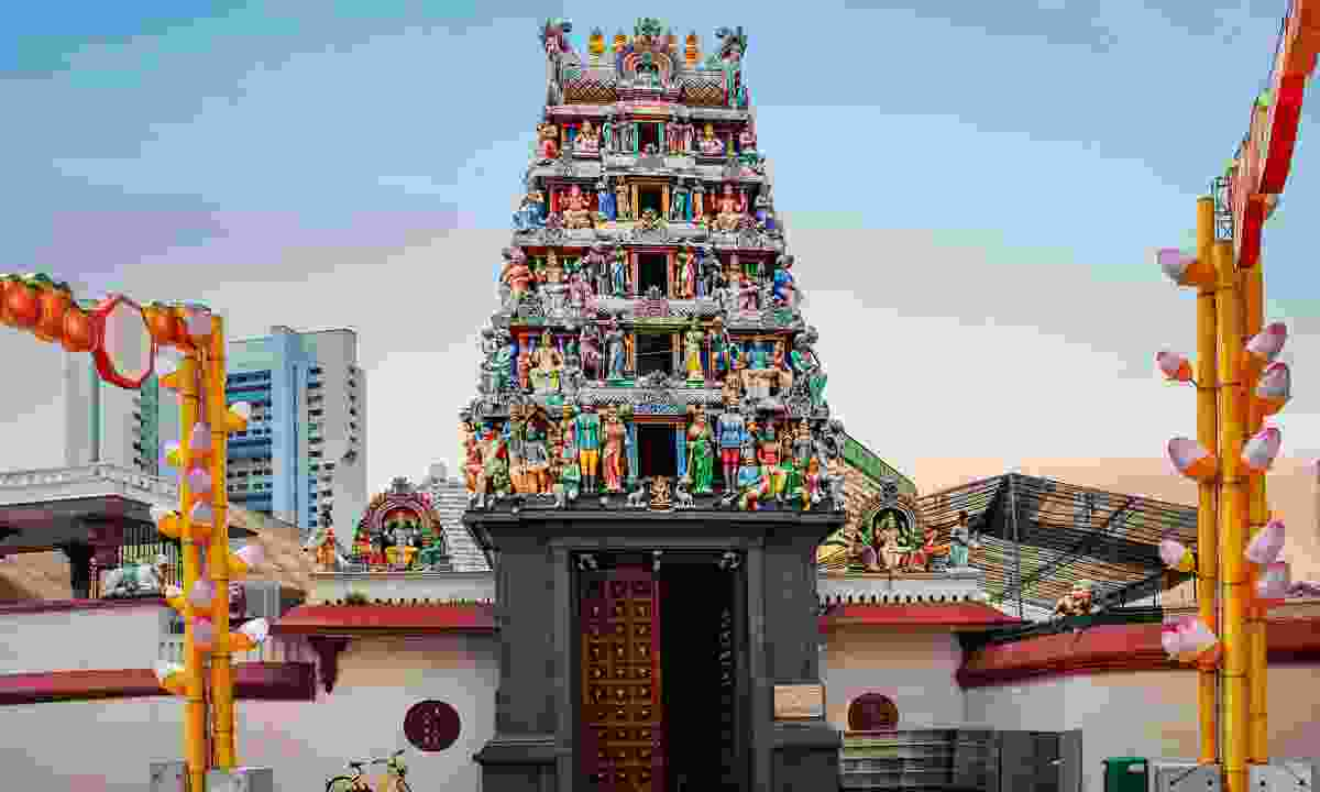 The gorgeous tower of Sri Mariamman Temple, Singapore (Shutterstock)