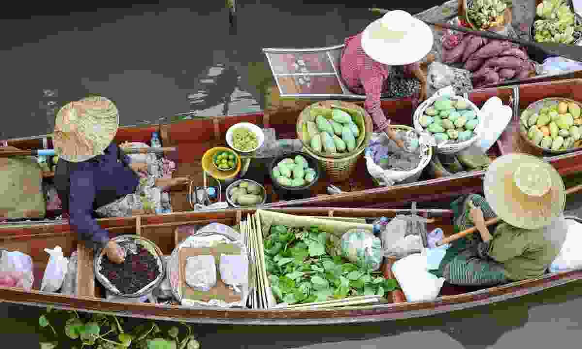 Tha Kha floating market (Dreamstime)