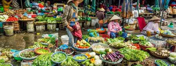 Market in Hue, Vietnam (Shutterstock)