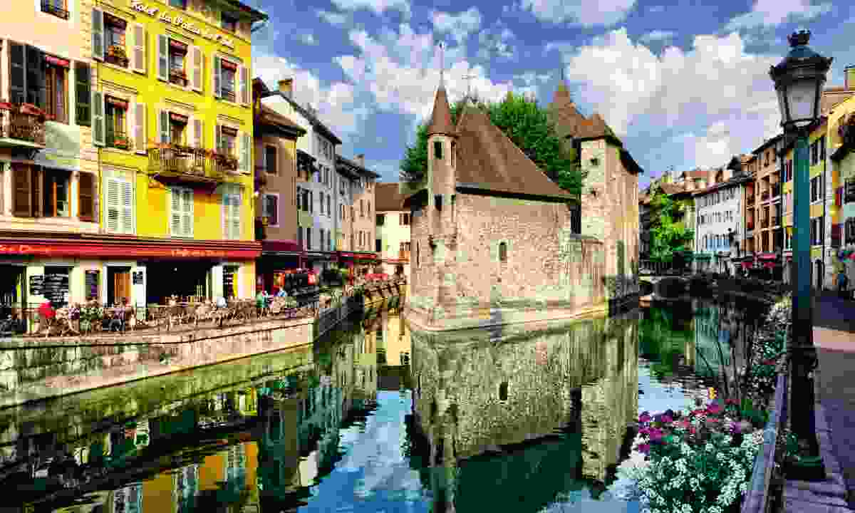 Picturesque canal views in Annecy (Dreamstime)