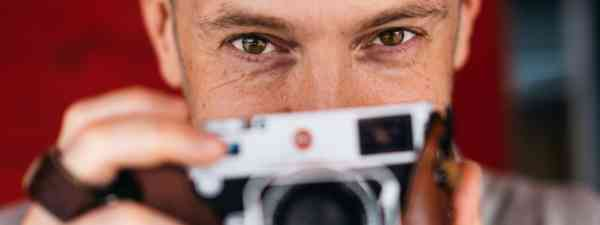Derren and his trusty Leica (Christopher Andreou)