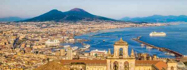 Naples in golden evening light (Dreamstime)