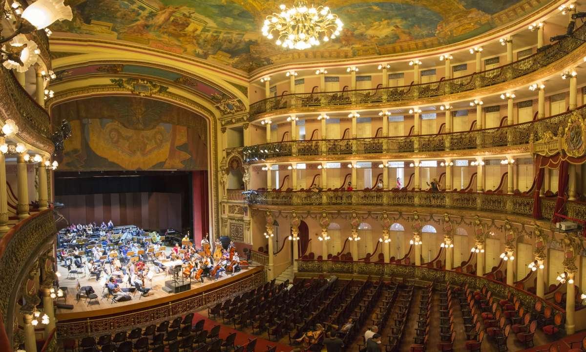 Interior of Teatro Amazonas (Dreamstime)