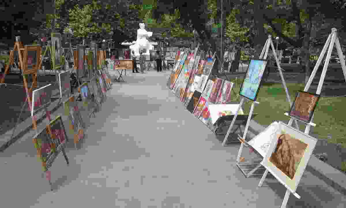 Paintings for sale at Vernissage Market (Shutterstock)