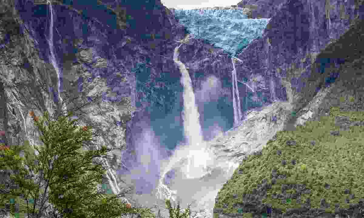 Hanging Glacier of Queulat National Park (Shutterstock)