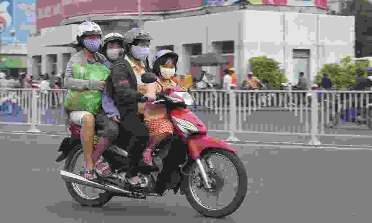 A family protecting themselves from air pollution in Hoi Chi Minh, Vietnam (Dreamstime)