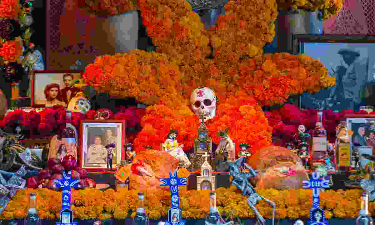 An altar for the dead, Mexico (Dreamstime)