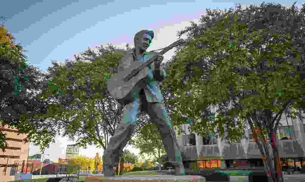 Elvis Presley statue, Memphis, USA (Shutterstock)
