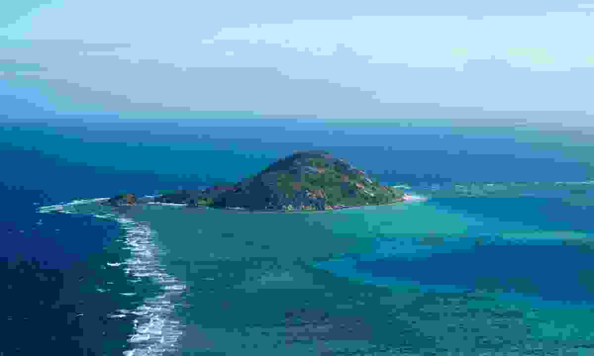 A smaller isle of the Lizard Island group (William Gray)