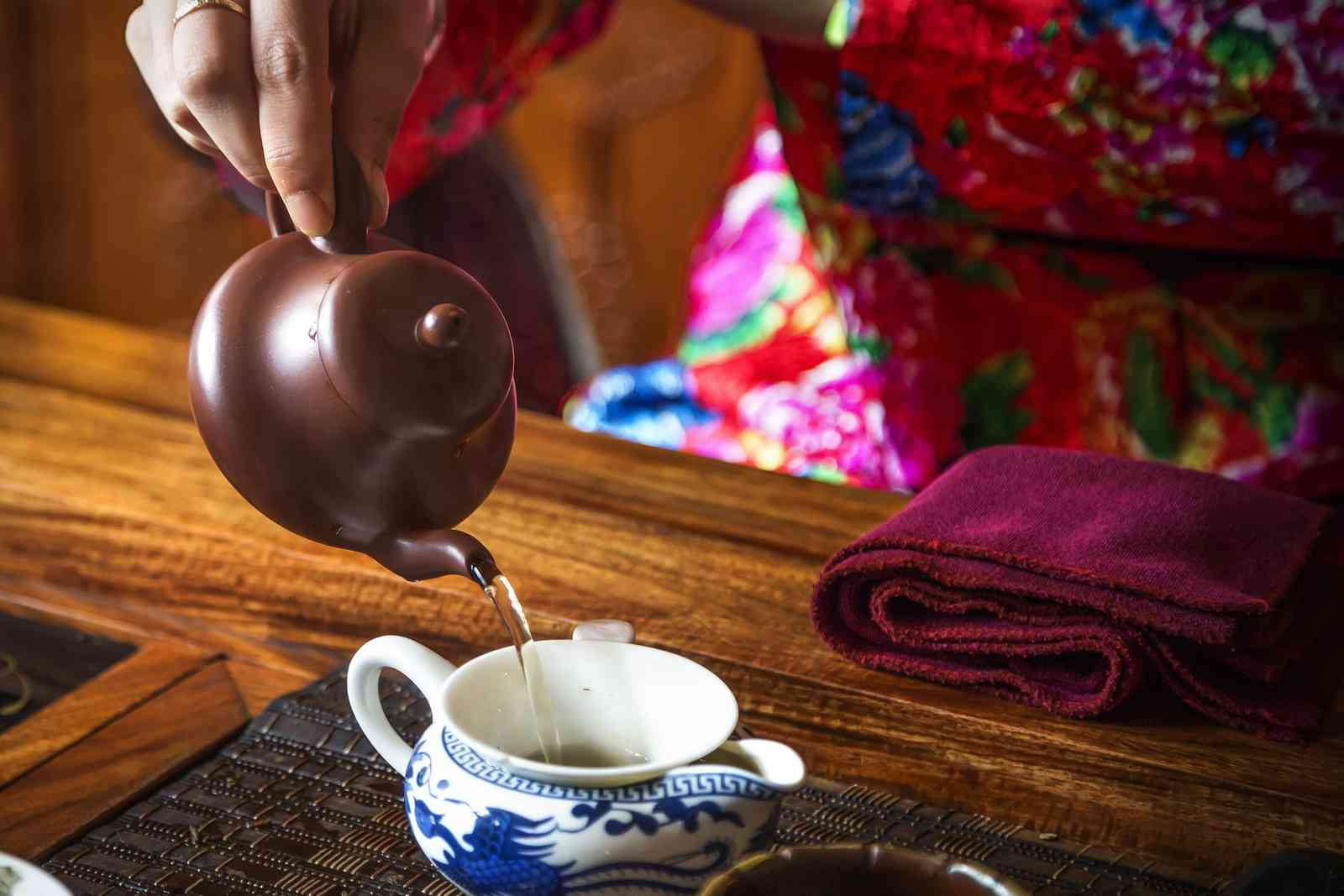 A tea ceremony in China (Shutterstock)