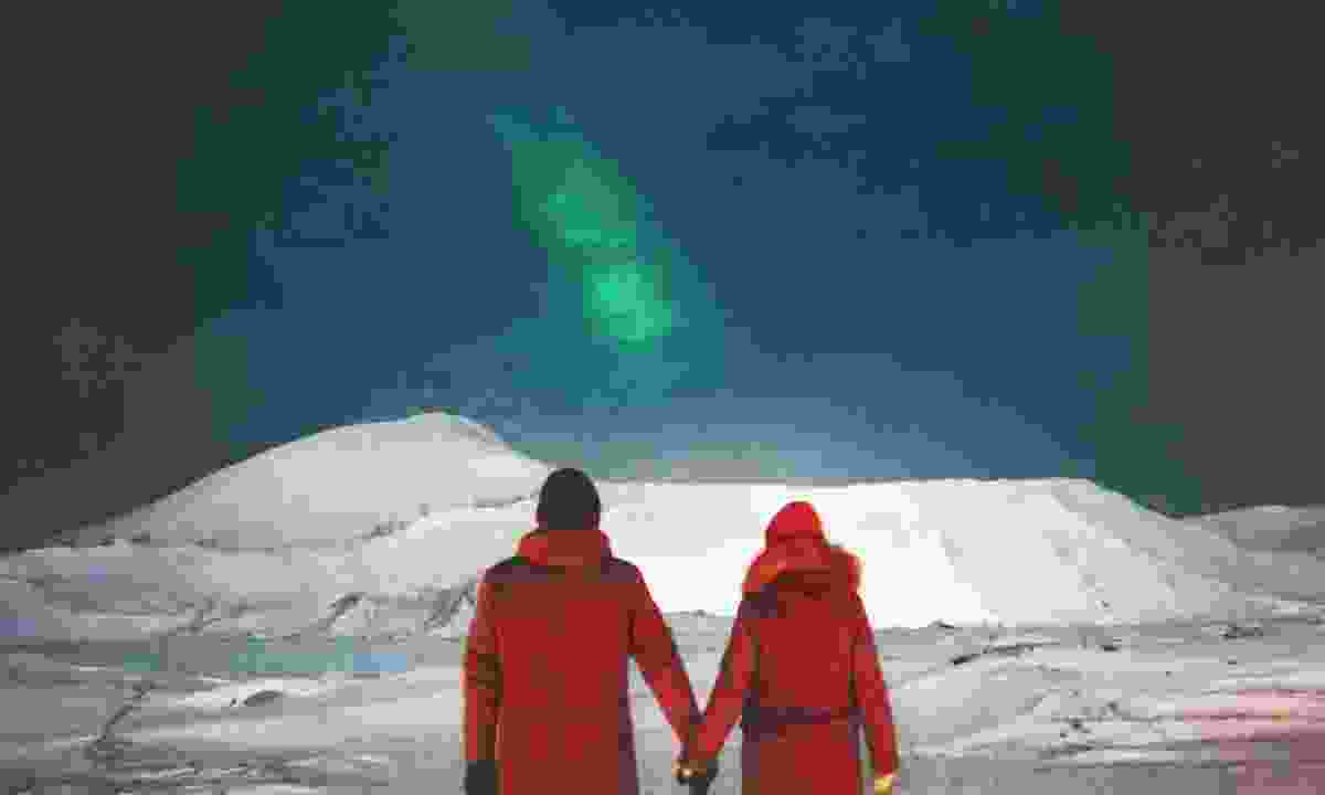 Couple admiring the Northern Lights (Dreamstime)