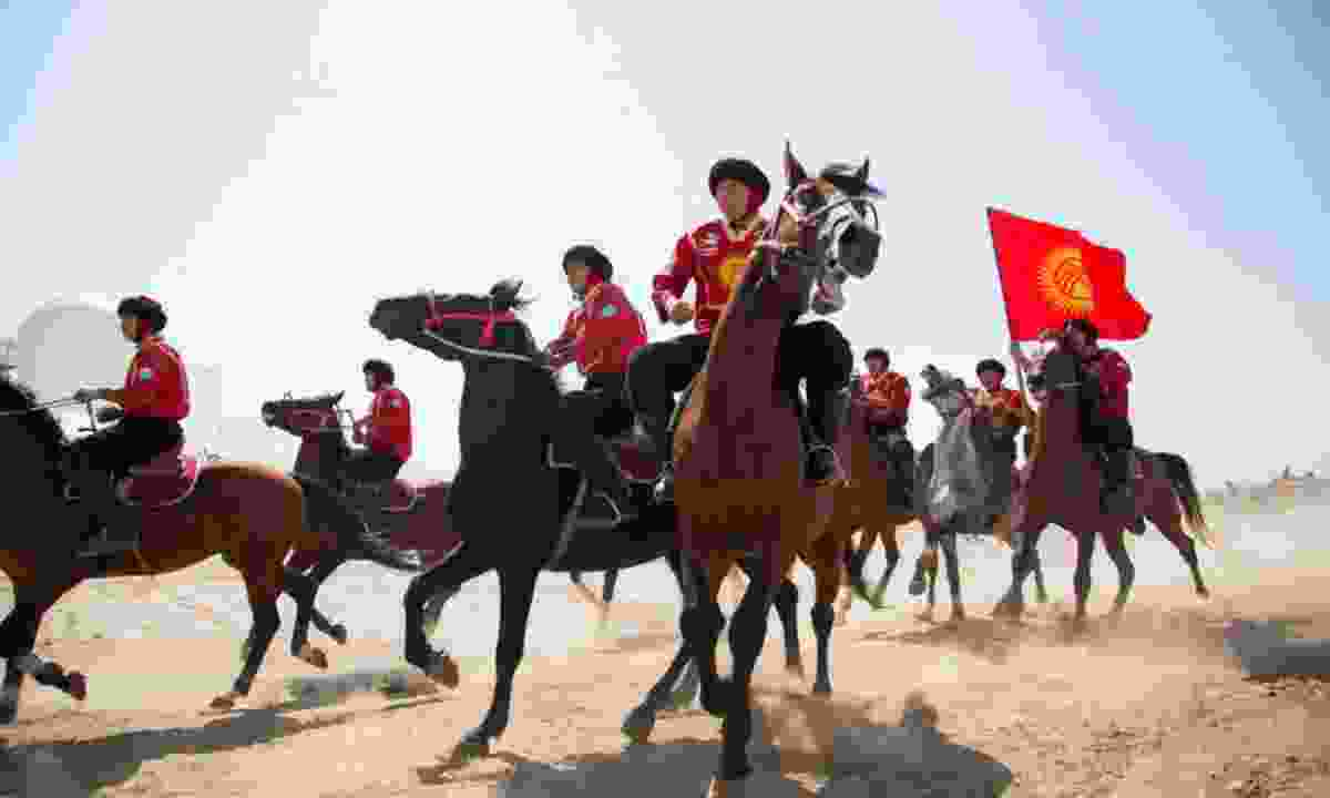 Teams compete on horseback (R. Iliasov/ World Nomad Games)