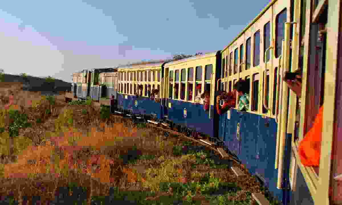 View along the Matheran Hill Railway (Dreamstime)