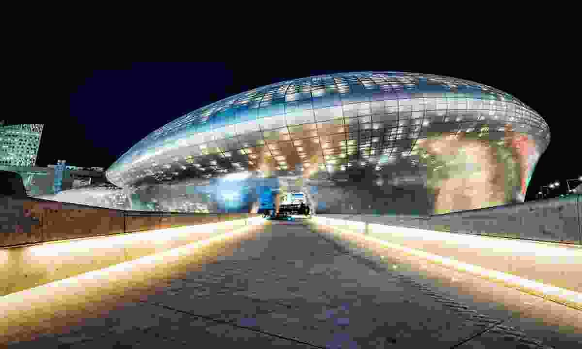 Dongdaemun Design Plaza at night (Shutterstock)
