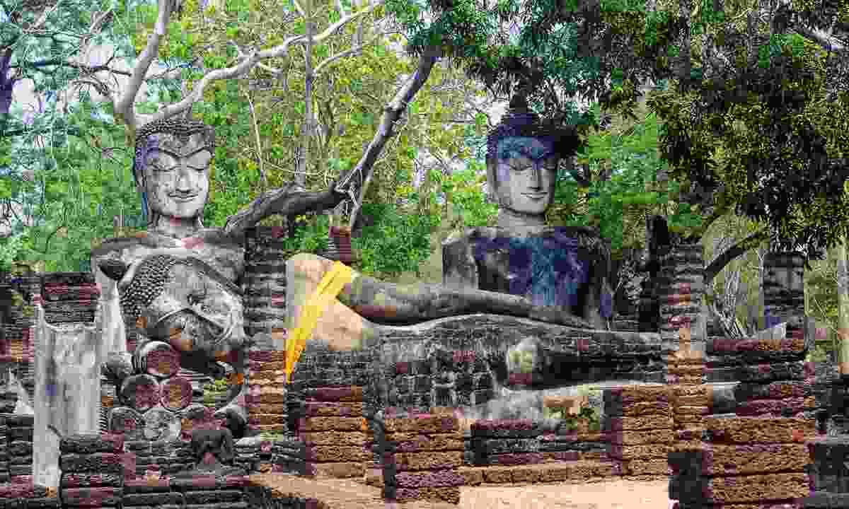 Buddha statues in Kamphaeng Phet Historical Park (Dreamstime)