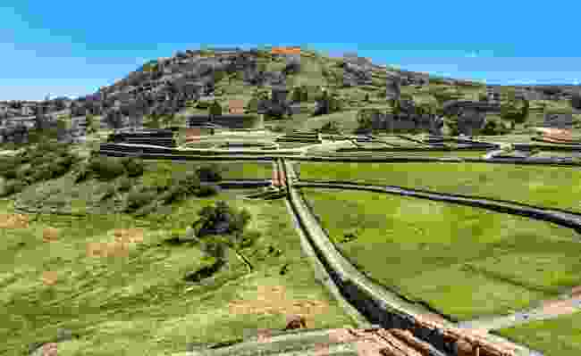 Inca wall and town at Ingapirca, the largest known Inca ruins in Ecuador (Dreamstime)