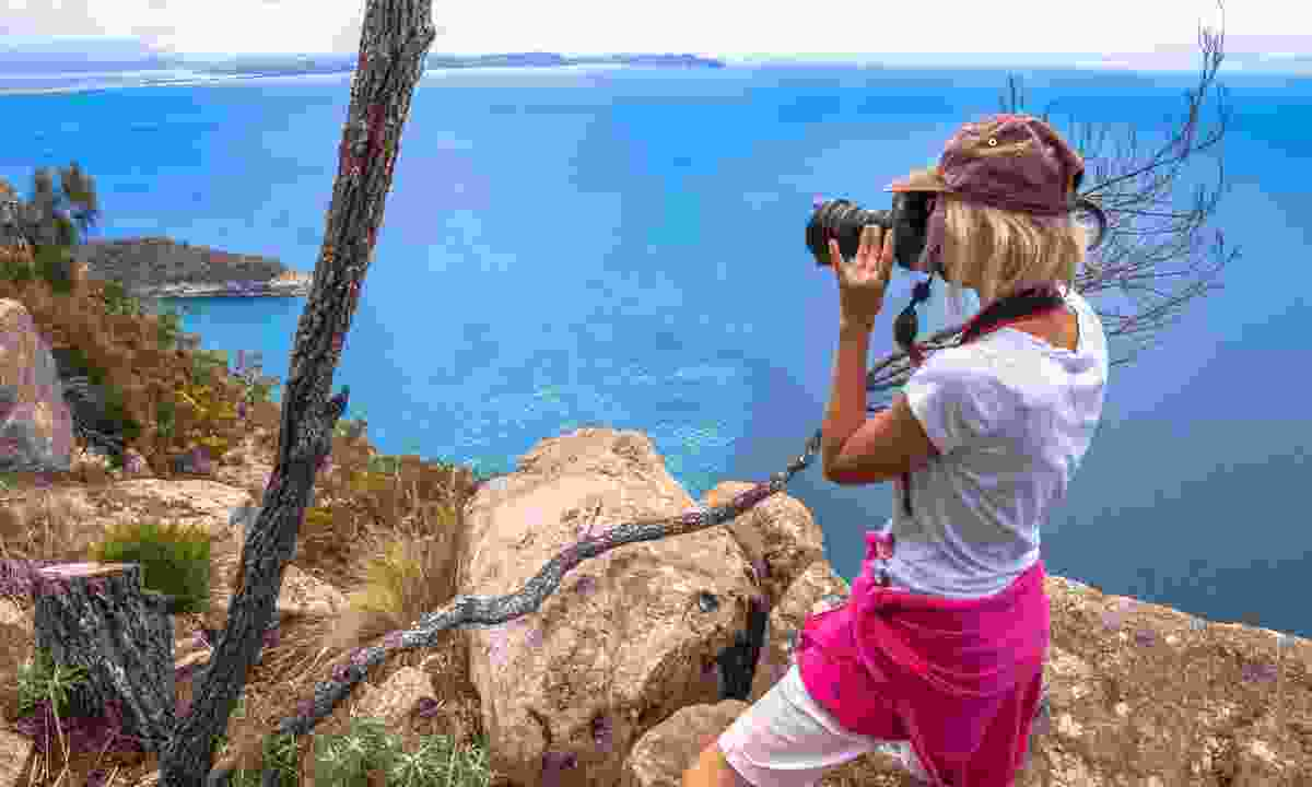 Photographing the coast (Dreamstime)
