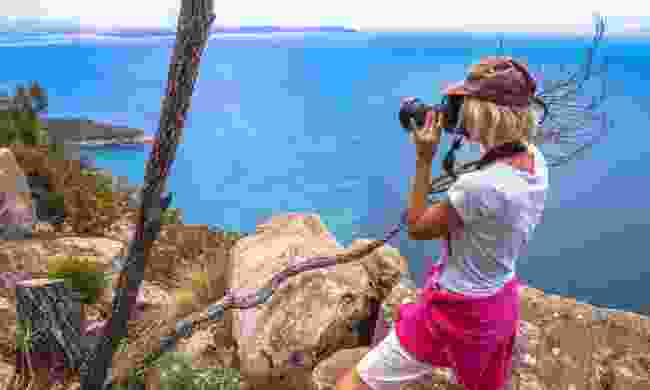 Photographing along the coast (Dreamstime)