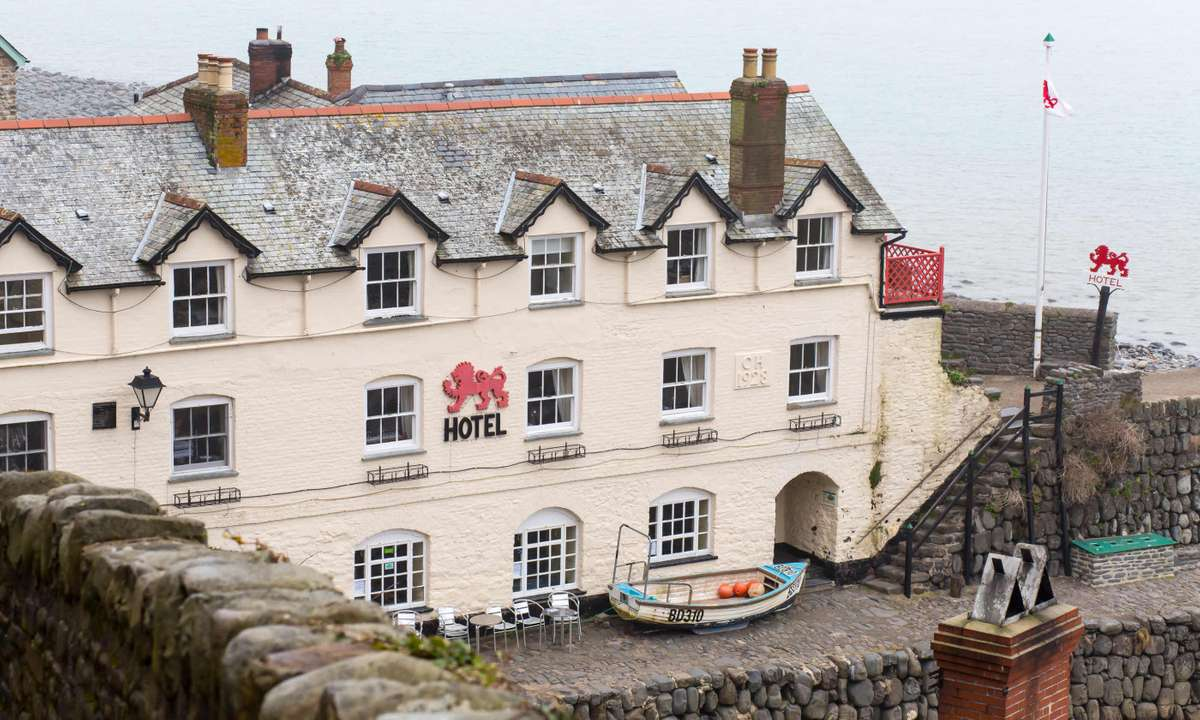 Red Lion, Clovelly (Dreamstime)