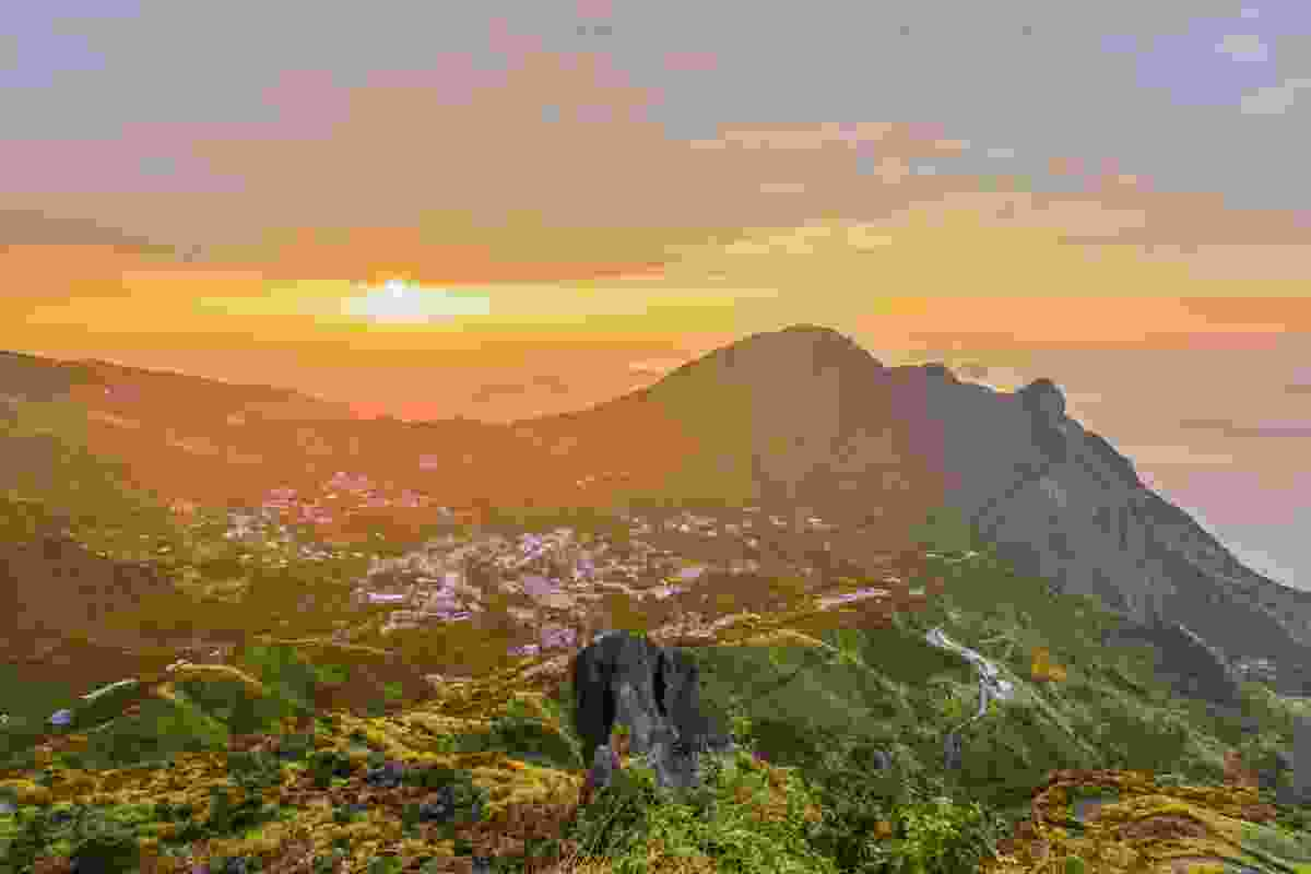 Teapot mountain at sunset (Shutterstock)