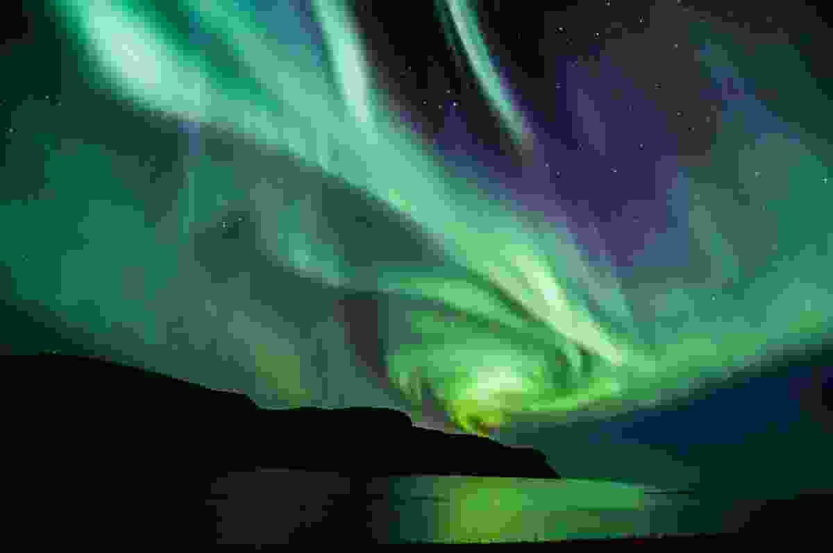 Icelandic northern lights in autumn time (Shutterstock)