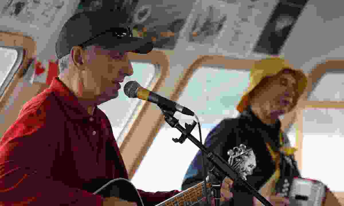 Wayne and Reg perform (Phoebe Smith)