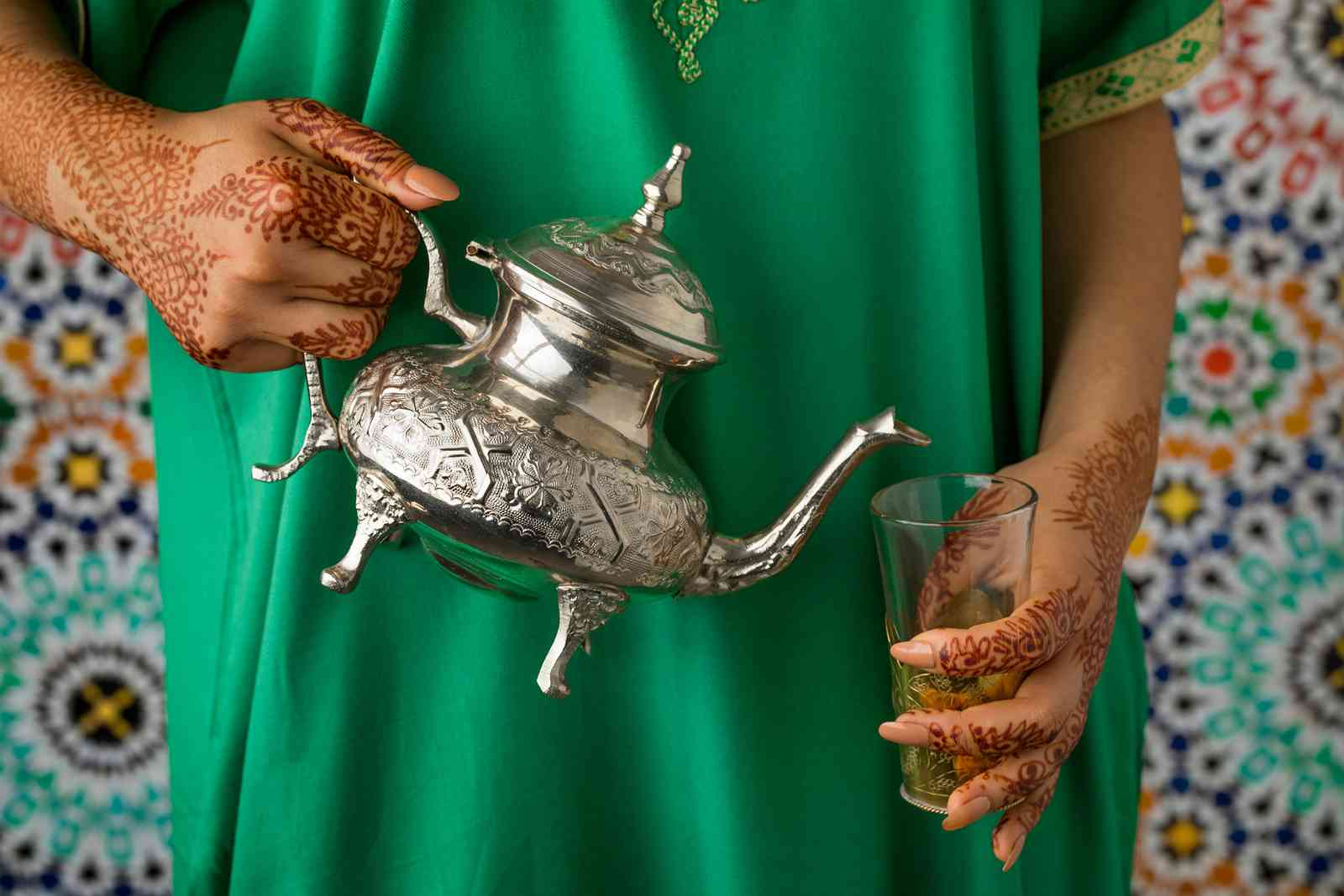 A Moroccan woman pouring tea (Shutterstock)
