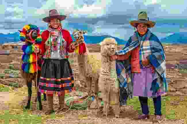 Indigenous Quechua women with llamas and alpacas (Shutterstock)