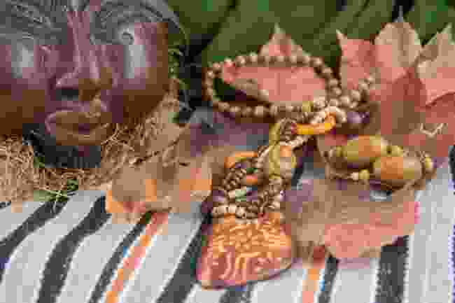 Crafts and jewellery made in Cameroon (Shutterstock)
