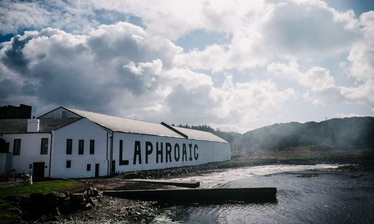 The distillery by the sea (Laphroaig Distillery)