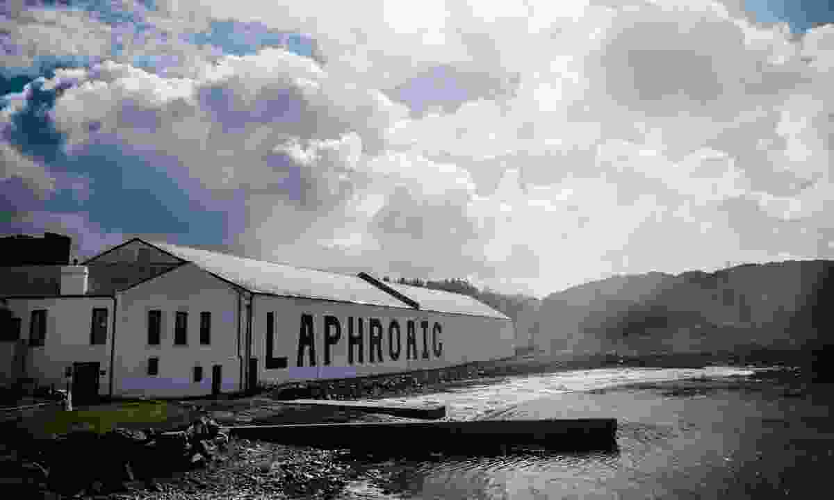 The distillery by the sea (Laphroaig Distillery)