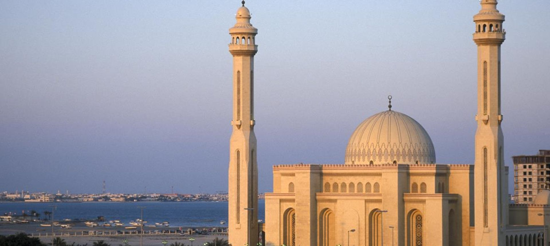 Sunset at the grand mosque in Bahrain (dreamstime.com).