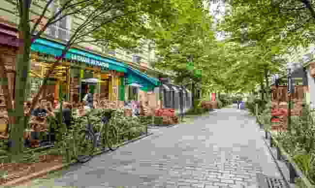A quiet street in the bohemian Marais district of Paris (Dreamstime)